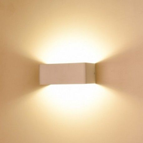VISION EL 7031 -  Applique intérieure murale LED 6W - 3000K Vision-EL.L'applique intérieure à led est idéale pour donner un caractère moderne à votre source de lumière. L'éclairageLED permet jusqu'à 90%d'économie d'énergie par rapport aux lampes incandescentes ou halogènes standards. Puissance absorbée : 6W Puissance restituée : 55W Tension : 230 V Coloris blanc