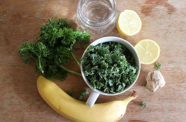 Peterselie boerenkool smoothie via The Green Creator