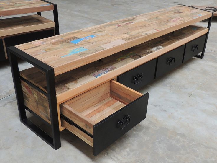 17 meilleures id es propos de meuble tv style industriel for Table basse vieux bois