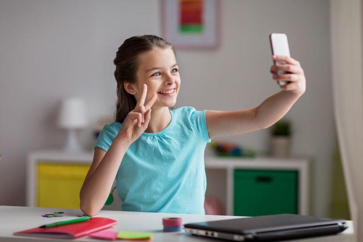 Kinder sind früh fasziniert von Social Media. Doch im Alter unter 14 Jahren sollten Familien laut Experten besonders vorsichtig damit umgehen.