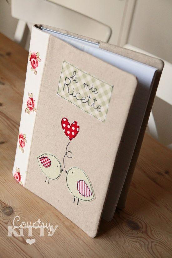 Capa de caderno de receitas em tecido.