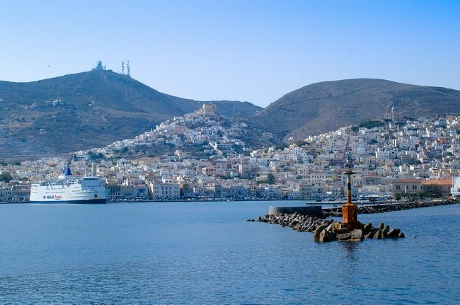 Cyclades Chamber Calls for Ferry Connection Between Rafina and Syros.