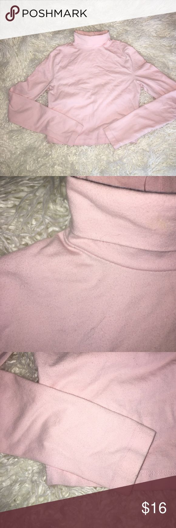 PINK cropped turtle neck basic ✨✨ Pink cropped turtleneck t shirt. Size S. Brand: Forever21. Good condition. A bit of pilling (as seen in pic). Perfect with skinny jeans and a baseball cap! 🕶💕 American Apparel Tops Tees - Long Sleeve