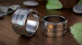 □Ring Clock 指輪型の時計。ちょっと手袋をする時期には厄介ですが、長袖で腕時計が邪魔だったり、夏に腕時計していると熱かったりって時に便利かも  日本にもこれ欲しい!海外で発売されている斬新な便利グッズ - NAVER まとめ