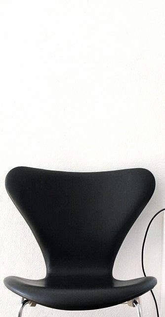 Via NordicDays.nl | MilleSand | Arne Jacobsen Series 7 Chair