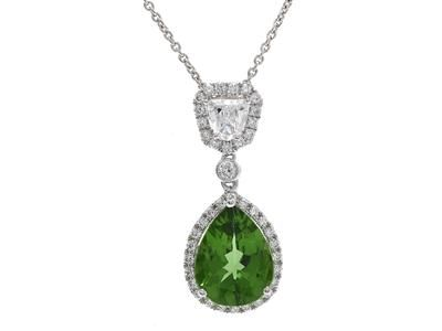 Green chrome tourmaline 2,23 ct, 41 diamonds 0,60 ct, G-H/VS-SI.