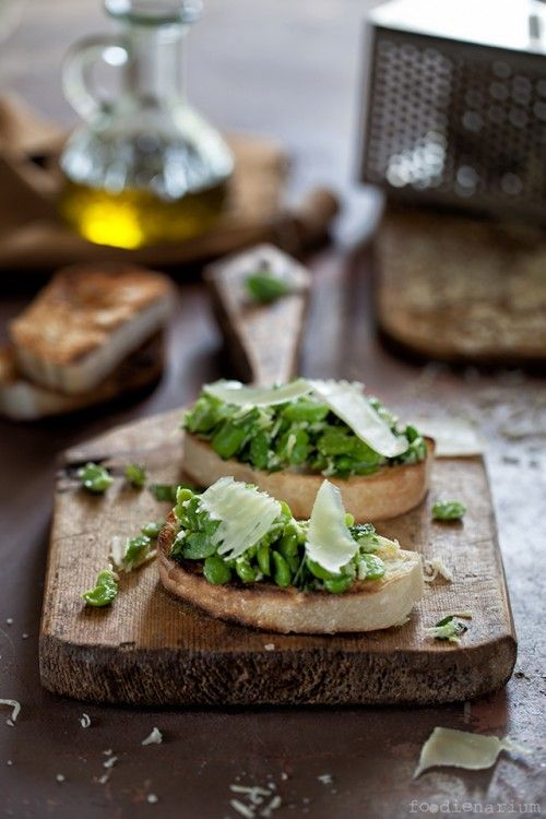 Crostini with Green Beans & Mint   Foodienarium