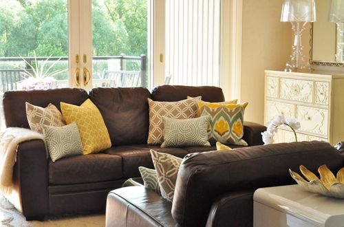 Tonic Living - Retro futon covers, retro fabric, pillows and jewelry (this is the color I my living room)