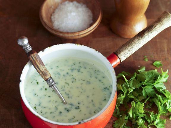 Helle Soße mit Petersilie ist ein Rezept mit frischen Zutaten aus der Kategorie Klassische Sauce. Probieren Sie dieses und weitere Rezepte von EAT SMARTER!