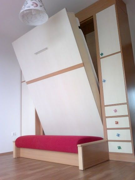 Kanapé legyen a szekrényágy elött?