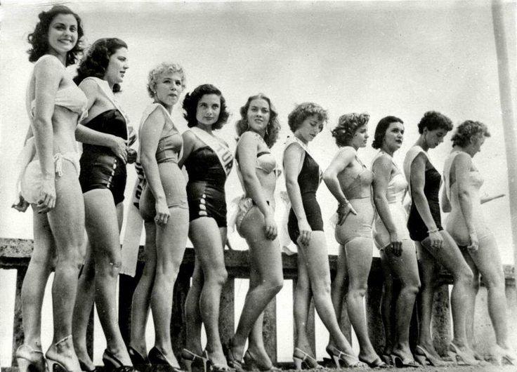 Avrupa güzellik Yarışması İstanbul, 1951 (soldan dördüncü Belgin Doruk)