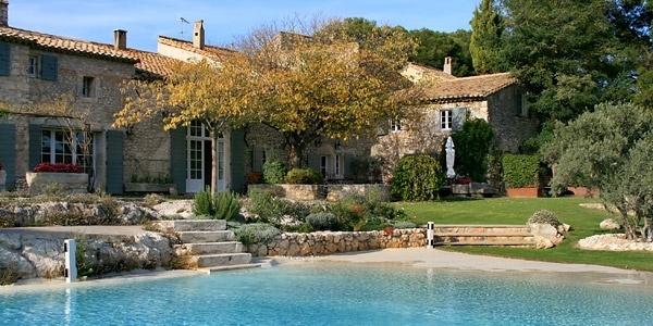 Le Mas de la Rose. 20 mins from Avignon. sleeps around 20