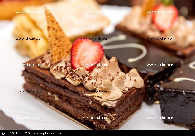 http://www.photaki.com/picture-brownie-with-strawberry-sauce_1353710.htm