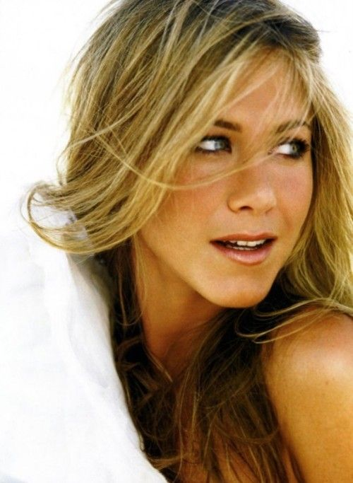 Jennifer Aniston has the most perfect face and hair ever