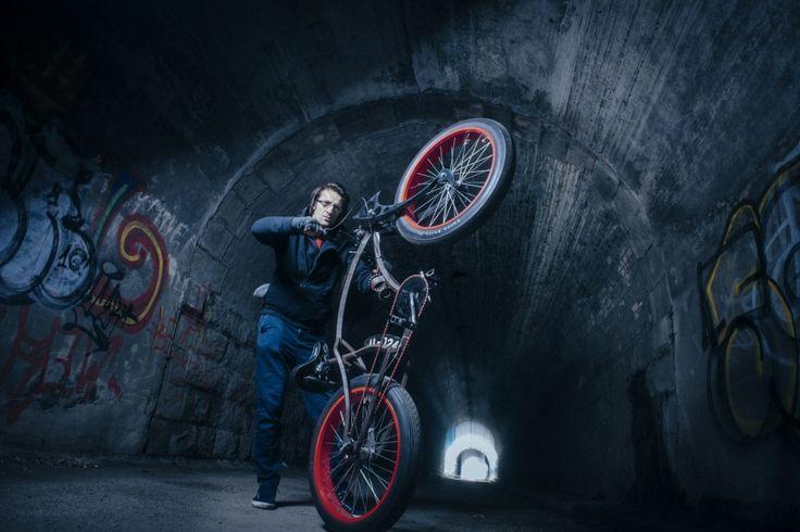 Dziś rower ma być nie tylko funkcjonalny, ale równie ładny – anawet wyjątkowy. Wstworzeniu takich jednośladów pomagają mechanicy ikonstruktorzy tacy jak Adrian Łucejko. / fot. Adam Tuchliński