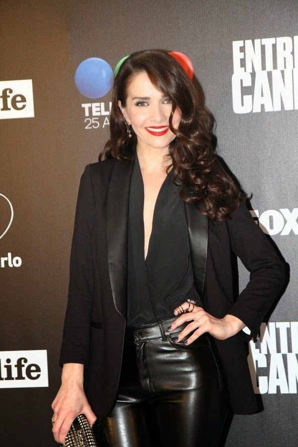 Since I'm on Natalia Oreiro, here she is again in leather pants. I love women in leather!