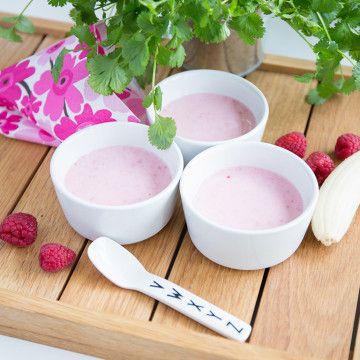 Yoghurtglass med banan och bär