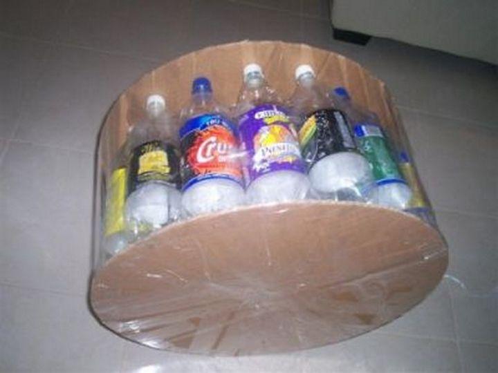 いろいろなシーンで再利用できるプラスチックボトル。キッチンから庭、リビングルームの家具、子どものおもちゃまで、家中で役立つリサイクルアイデアをご紹介します。