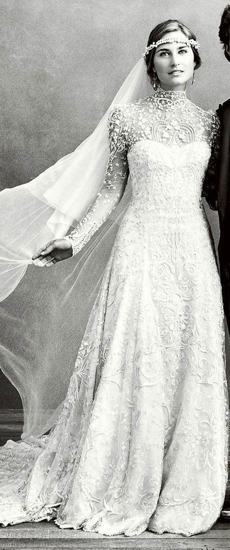 Une robe au col ras du coup