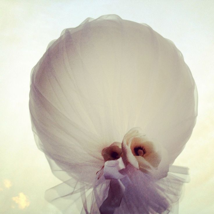 balloon + tulle = great idea