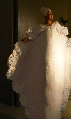 Jeannie Griveau sculpteur, céramiste nous propose ses petits personnages romantiques. L'éternel féminin, il n'y...