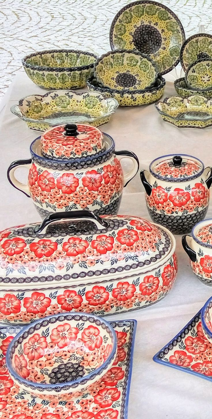 Polish Pottery festival in Boleslawiec is the largest event in the world of hand-decorated pottery. There are always many new designs and a lot of fun and show! Get free shipping of Polish pottery at slavicapottery.com