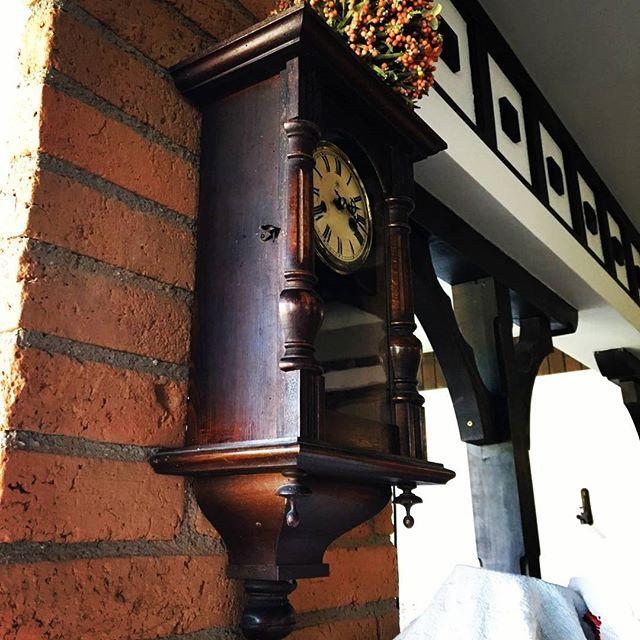 O frântură... #conaculbratescu #interiordesign #boutiquehotel #bran #brancastle #wood #clock #time #holiday #traveltomania #inspiration #conac #Romania #brasov #Romania #transylvania #dracula #closetothecastle