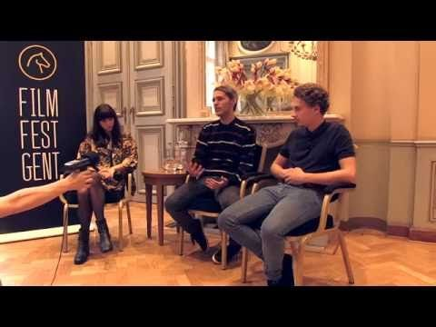 Kevin Meul wordt geïnterviewd samen de twee jonge acteurs tijdens Film Fest Gent.