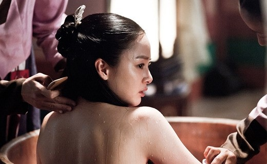 Kim Tae Hee shows fascinating bath scene in 'Jang Ok Jung' ~ Latest K-pop News - K-pop News | Daily K Pop News