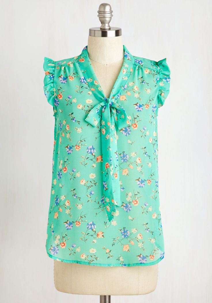 That's How It Bows Top in Floral. Your special routine is always the same when it comes to this floral top. #green #modcloth