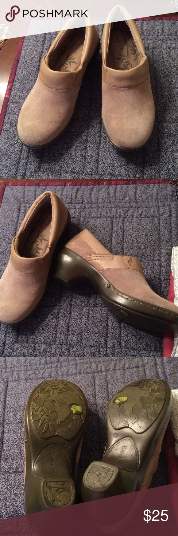Easy Spirit suede clogs. Gently used comfort shoes, taupe, medium heel and very easy to wear. One little scuff as shown in 4th pic. They look more tannish-gray in person. Easy Spirit Shoes Mules & Clogs
