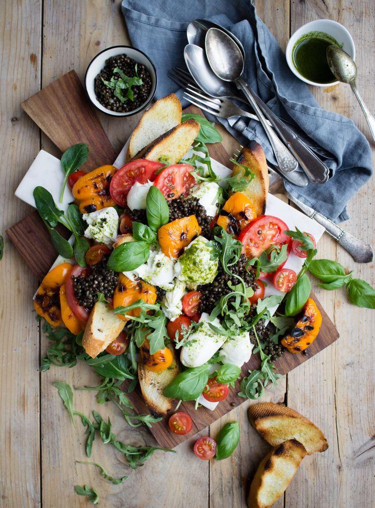 Caprese med belugalinser och rostad paprika