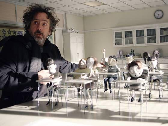 Tim creando esta maravillosa película: http://cinemafrenico.com/2012/10/30/frankenweenie-el-esperado-regreso-de-tim-burton-al-stopmotion/