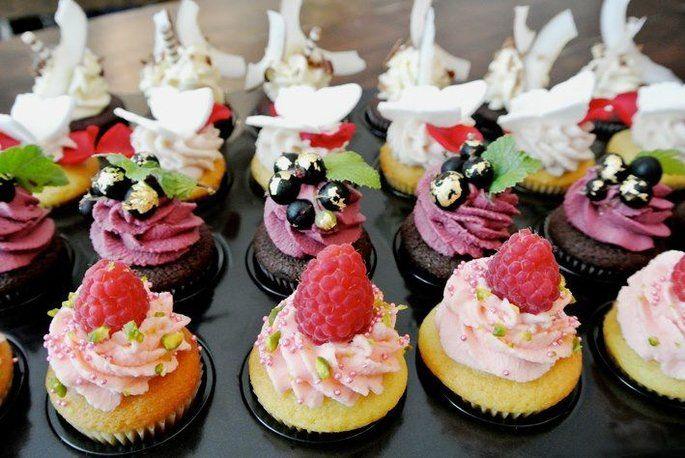 Schlemmen Bei Der Hochzeit In Munchen Hier Finden Sie Die Besten Torten Fur Kulinarische Hohenfluge Coole Torten Torten Cupcakes