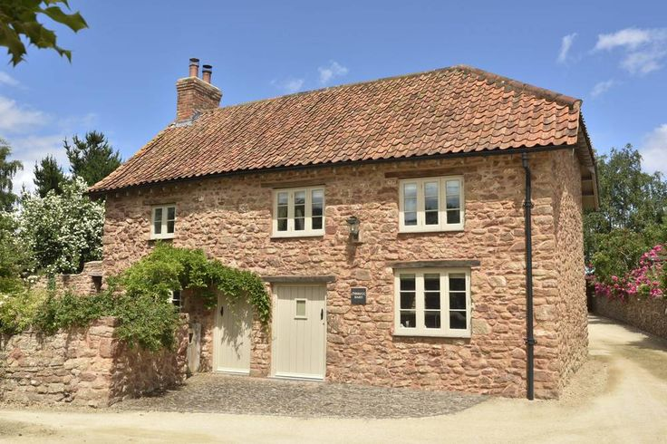 Converted seven years ago, this attractive barn has been presented to the highest standard. Retaining its Grade II character outside the property has been interior designed to the highest specification, with oak and limestone flooring, large 'eat in' shaker style kitchen and stylish bathrooms.   Approached via a shared drive there is parking for two cars in an attached cart barn with a separate utility room to the rear. A private walled garden sits to the rear of the property with an…
