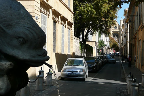 I think this looking out from the Place des Quatre Dauphins...