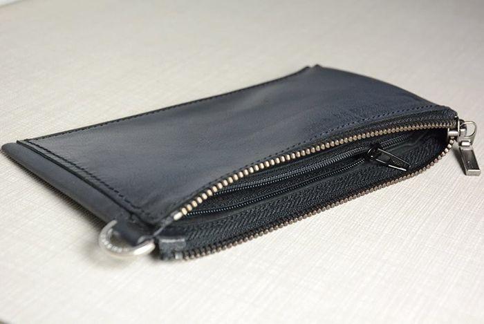 Чехол-сумочка к телефонуiPhone 6 из натуральной кожи.Два основных отдела для телефонов и один дополнительный отдел.Внутренняя отделка из натуральной кожи, без подкладки.Шитье вручную вощеной нитью, седельным швом.