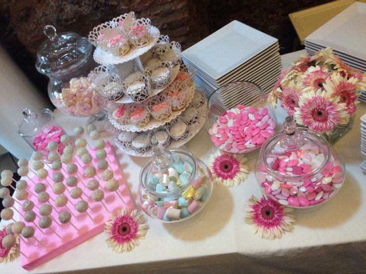 A pink sweet table by VIP WEDDING ARCHITECTS! info@weddingarchitects.it #wedding #weddingplanner #sweettable #party #candy #vipweddingplanner