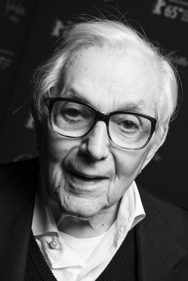 † Ken Adam (94) 10-03-2016 Brits production designer. Hij schreef in de jaren zestig en zeventig filmgeschiedenis met zijn doordachte en extravagante decors voor de vroege James Bondfilms. Hij won twee Oscars en verschillende andere prijzen en werd voor zijn bijdragen aan de filmindustrie en de Anglo-Duitse relaties in 2003 door koningin Elizabeth geridderd.