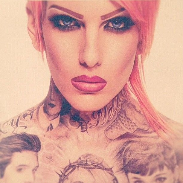 Holy crap he's prettier than I am.... <3 you jeffree~