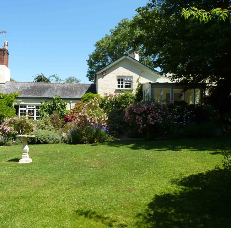 Ringmore House Cottage (2500)  holiday cottage http://www.classic.co.uk/holiday-cottage/desc-2500.html  A lovely cottage for 2, overlooking the wonderful gardens of Ringmore House. — at 1.3 miles SW of Teignmouth, Devon.
