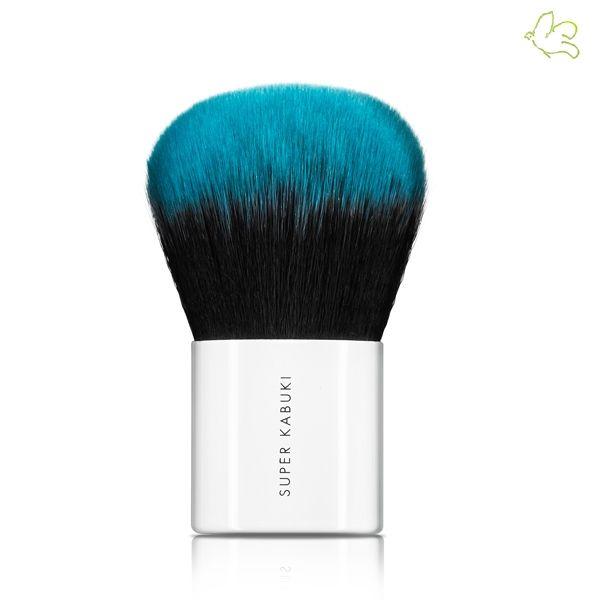 Lily Lolo - Pinceau Super Kabuki Edition Limitée Ultra-doux, haute précision ! Le Pinceau Super Kabuki Lily Lolo est spécialement conçu pour l'application du fond de teint minéral. Sa forme ronde et généreuse et ses poils ultra-doux permettent une application facile et précise de la poudre minérale.  20€ #lilylolo #maquillage #mineral #makeup #naturel #vegan #beauty #pinceau #officinaparis