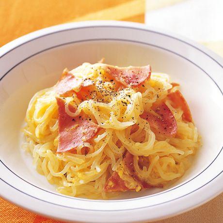 レタスクラブの簡単料理レシピ 人気のパスタ風おかずにアレンジ「しらたきのカルボナーラ風」のレシピです。