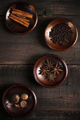..cinnamon stick, black pepper corns, star anise & nutmeg ,