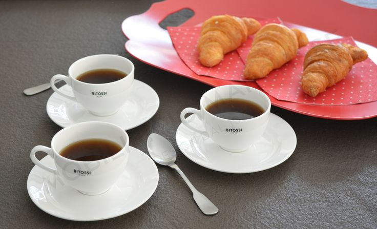 Breakfast time with Bitossi: Federica teacups and Romantic tray with handles.