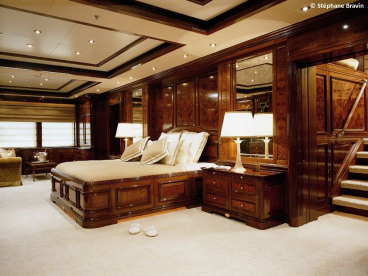 A big bedroom totally made of wood is it a good choice? Yes. Wood is timeless is reveals elegance, sophistication and good-taste | Discover more: http://masterbedroomideas.eu/