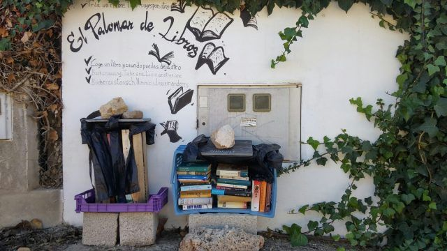 A roadside #library on a quiet beach road in Costa Blanca.