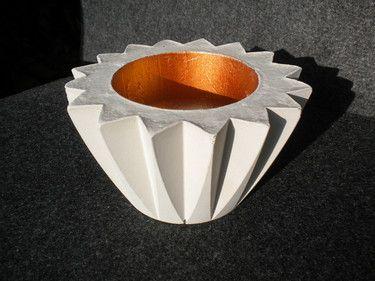 Beton Teelichthalter für drinnen und draußen in der Trendfarbe Kupfer. Ideal für ein großes Teelicht.