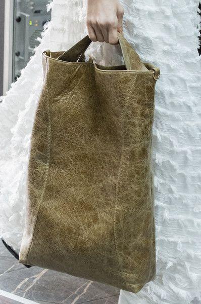 fbeddfe54084 Rejina Pyo at London Fashion Week Fall 2018 | Táskák | Fashion, Womens tote  bags és Bag Accessories