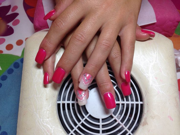 Unhas de gel cor de rosa